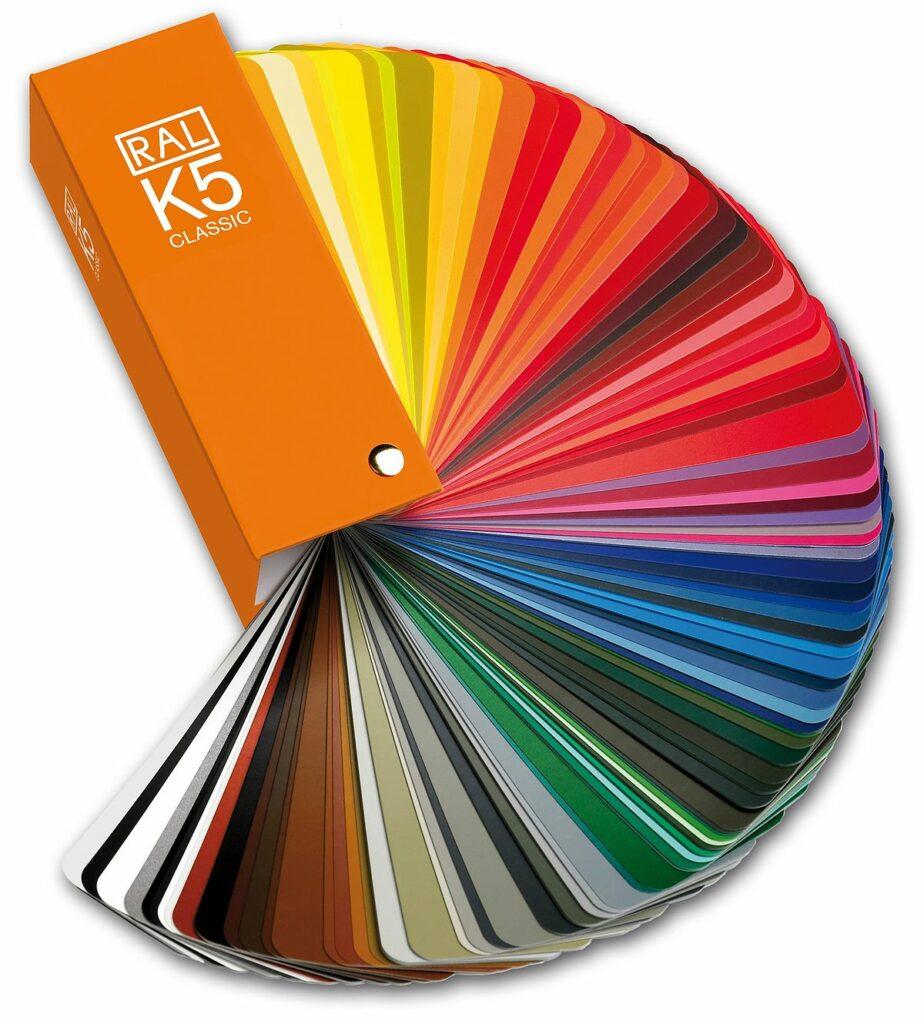 Tento obrázek nemá vyplněný atribut alt; název souboru je 1200px-RAL_K5_Fächer_RGB-1-924x1024.jpg.